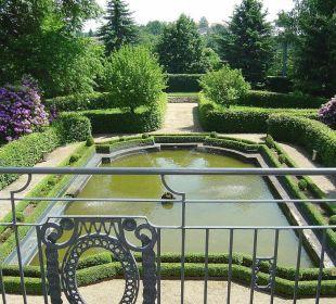 Blick von Balkon in Barockgarten des Schlosses Hotel Schloss Schweinsburg