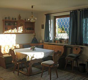 Der große Esstisch im Wohnzimmer