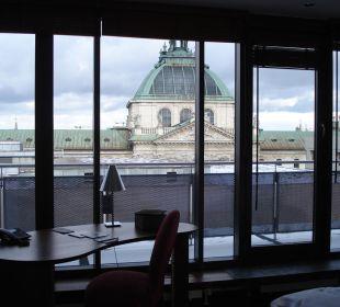 Balkon und Arbeitsbereich