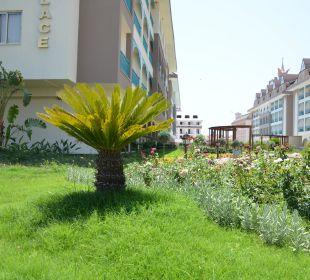 Gartenanlage beim Relax Hotel Side Crown Palace