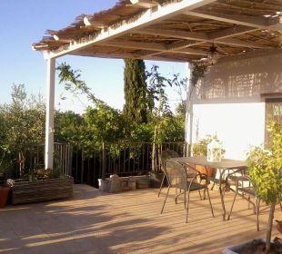 Terrasse auf den Olivenhainen Bed & Breakfast Trullo Casa Rosa