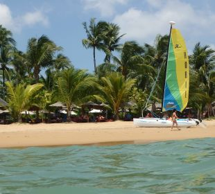 Strand vom Meer aus La Flora Resort & Spa