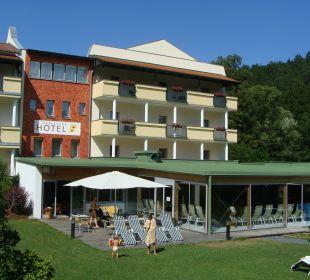 Blick auf das Hallenbad und die Hotelterrasse Wohlfühlhotel Liebnitzmühle