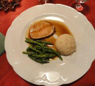 Gebratener Schweinrücken mit Bohnen und Reis Glacier Hotel Grawand