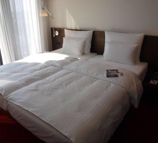 Doppelbett Upside Zimmer 1413 Empire Riverside Hotel Hamburg