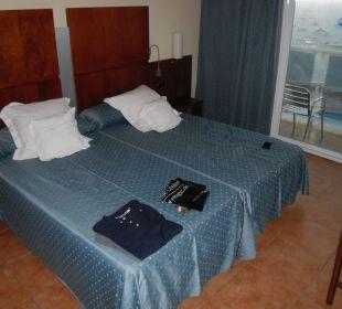 Doppelzimmer mit Meerblick aus Sicht des Flurs Hotel Simbad