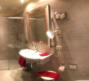 Badezimmer Best Western Plus Hotel  Goldener Adler