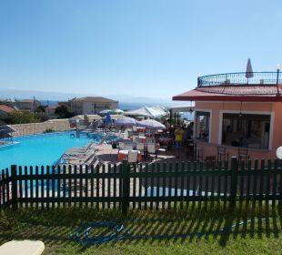 Blick auf Poolbereich, Rezeption&Bar und Speiseber Hotel Corfu Pelagos