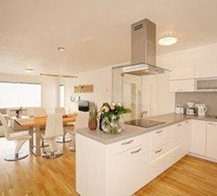 Küche und Essbereich Seevillen Excelsior