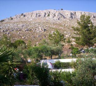 Außenansicht Berg Karavos vor dem Hotel Hotel Karavos