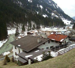Blick aufs Haus mit Bergkulisse Apartment Brandau