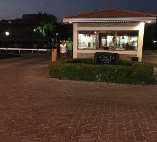 Das Tor zum Hotel Adalya Art Side/Artside