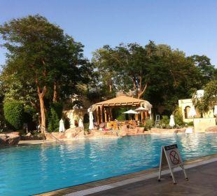 Versteckte Poolanlage Achti Resort Luxor