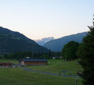 Ausblick ins weite Tal Hotel Vier Jahreszeiten