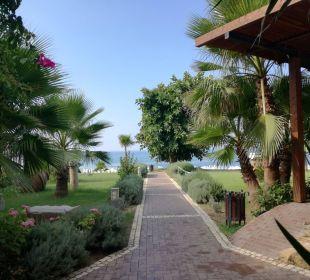 Weg zum Strand  Hotel Horus Paradise Luxury Club