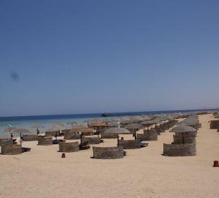 Nur ein Teil der Liegen am Strand