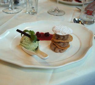 Das Dessert fast zu schön zum essen Hotel Vier Jahreszeiten