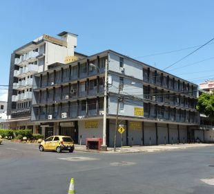 An der Kreuzung ein Haus weiter ist das Hotel       Hotel Centroamericano