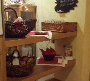 Pool-Saunabereich: Immer Wasser, Tee & Äpfel Romantik Hotel Sonne