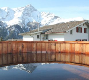 Blick vom Hotpot auf den Piz Beverin Gasthaus Alpina