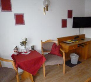 Doppelzimmer Schreibtisch Pension Haus Hochstein