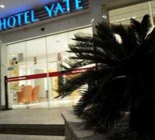 Vor dem Hotel JS Hotel Yate