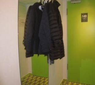 Kleiderschrank der besonderen Art prizeotel Bremen-City