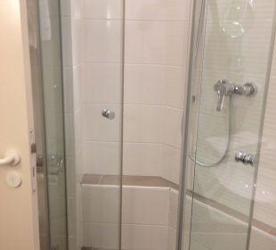 Große Dusche, kleiner Duschkopf Welcome Hotel Residenzschloss