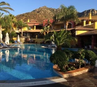 Pool mit Bar und Restaurant Hotel Cruccuris Resort