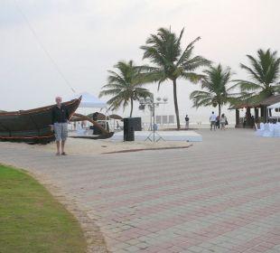 Weg zum Strand Hotel Holiday Inn Resort Goa