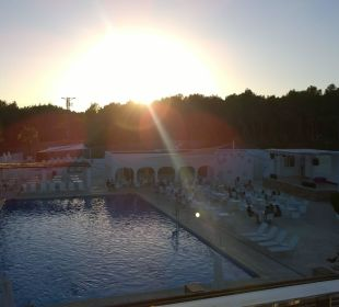 Oberer Pool  COOEE Cala Llenya Resort Ibiza