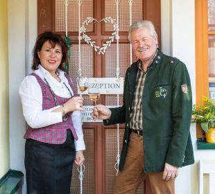 Ihre Gastgeber Pamela und Klaus  Landhaus FühlDichWohl