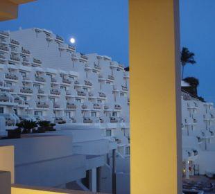 Vollmond über dem Hotel Sensimar Calypso Resort & Spa