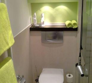 Badezimmer mit Dusche Hotel Uhu Köln