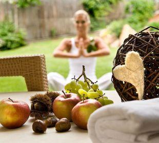Meditation im Garten Hotel Taubers Unterwirt