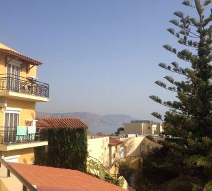 Ausblick vom Zimmer Richtung Meer Vantaris Beach Hotel