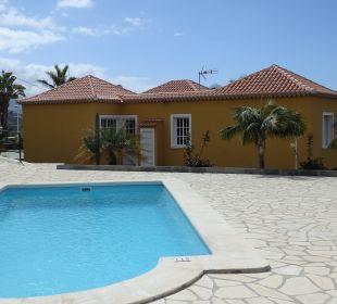 Pool direkt hinterm Haus Villen Los Lomos