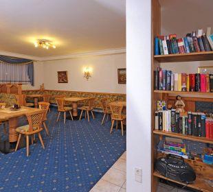 Aufenthaltsraum mit Hausbibliothek über 100 Bücher Appartements Riederhof