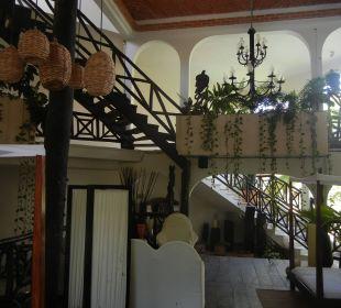 Lounge und Treppenaufgang Hotel Posada Riviera del Sol