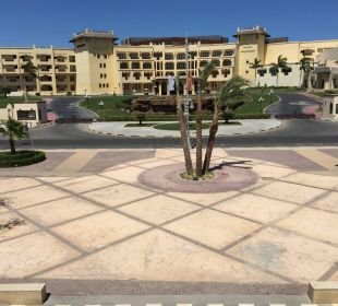 Blick aus dem Seiteneingang direkt auf das Al DAU