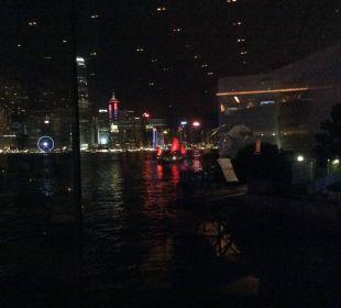 Blick auf den Hafen und Hongkong von der Lobby aus Hotel InterContinental Hong Kong