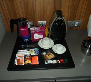 Zestaw do parzenia kawy i herbaty oraz przekąska Crowne Plaza Barcelona - Fira Center