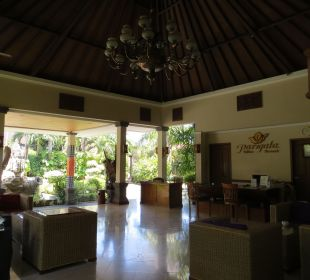 Lobby Villas Parigata Resort
