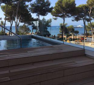 Blick auf den Jacuzzi und das Meer IBEROSTAR Santa Eulalia (Im Umbau/Renovierung)