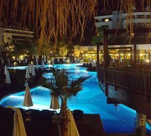 Pool am Abend Sherwood Dreams Resort