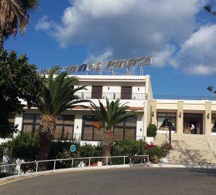 Haupteingang nur über Treppen zu betreten Hotel King Minos Palace