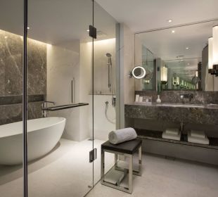 Executive Suite Bathroom Carlton Hotel Singapore
