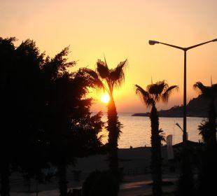 Sonnenuntergang vom Balkon aus Hotel Kleopatra Celine
