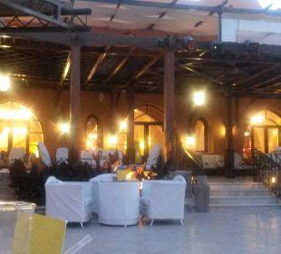 Poolterrasse am Abend Sensimar Makadi Hotel