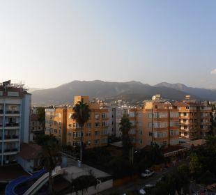Výhled na vedlejší hotely Hotel Krizantem